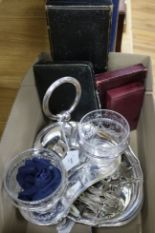 Lot 140 - A set of six silver bean bean end coffee spoons and sundry small silver and plated items,