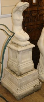 Lot 753 - Two reconstituted stone figures of Venus, one on a short pedestal W.40cm and 25cm