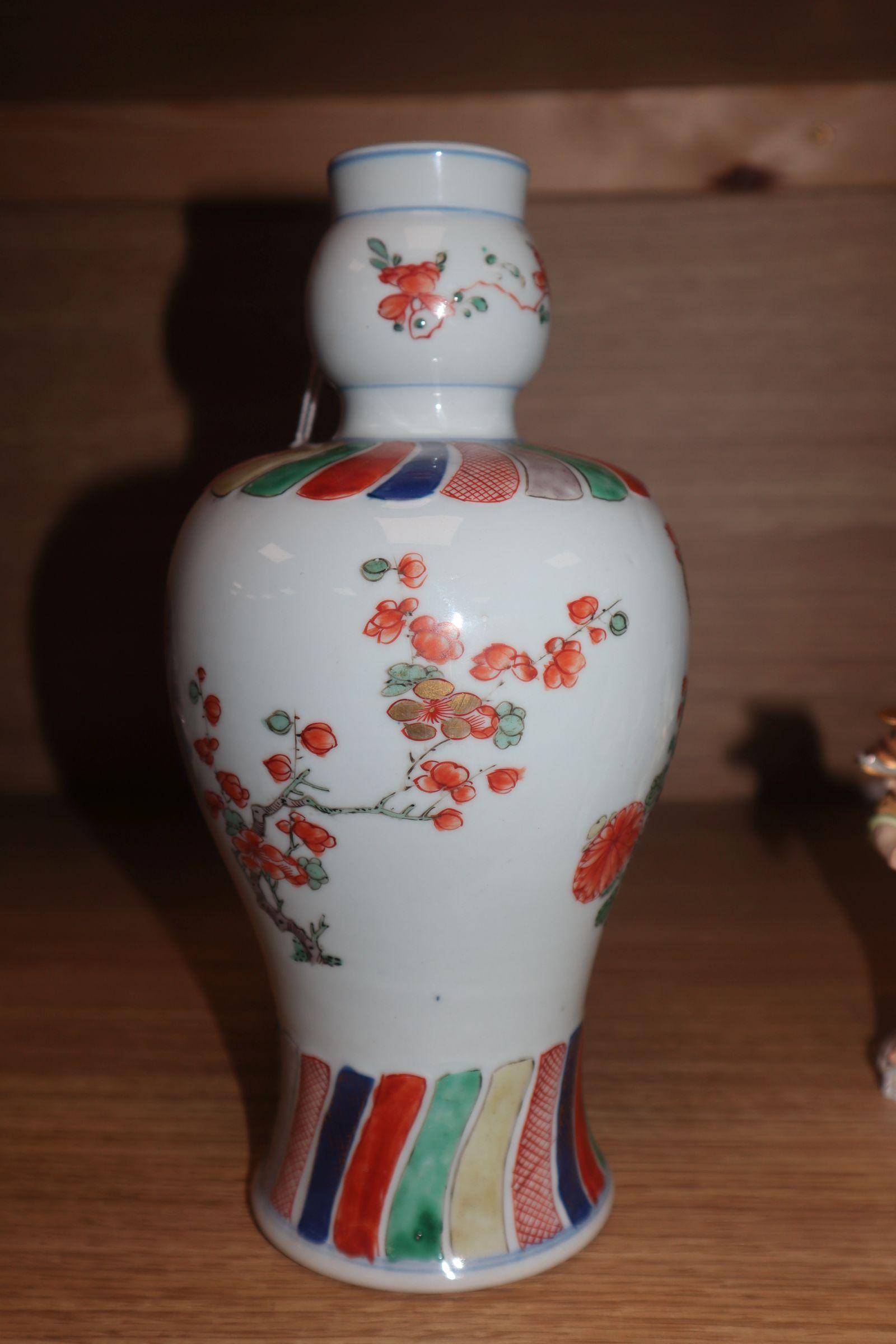 Lot 151 - A Chinese Kangxi period wucai vase height 24cm
