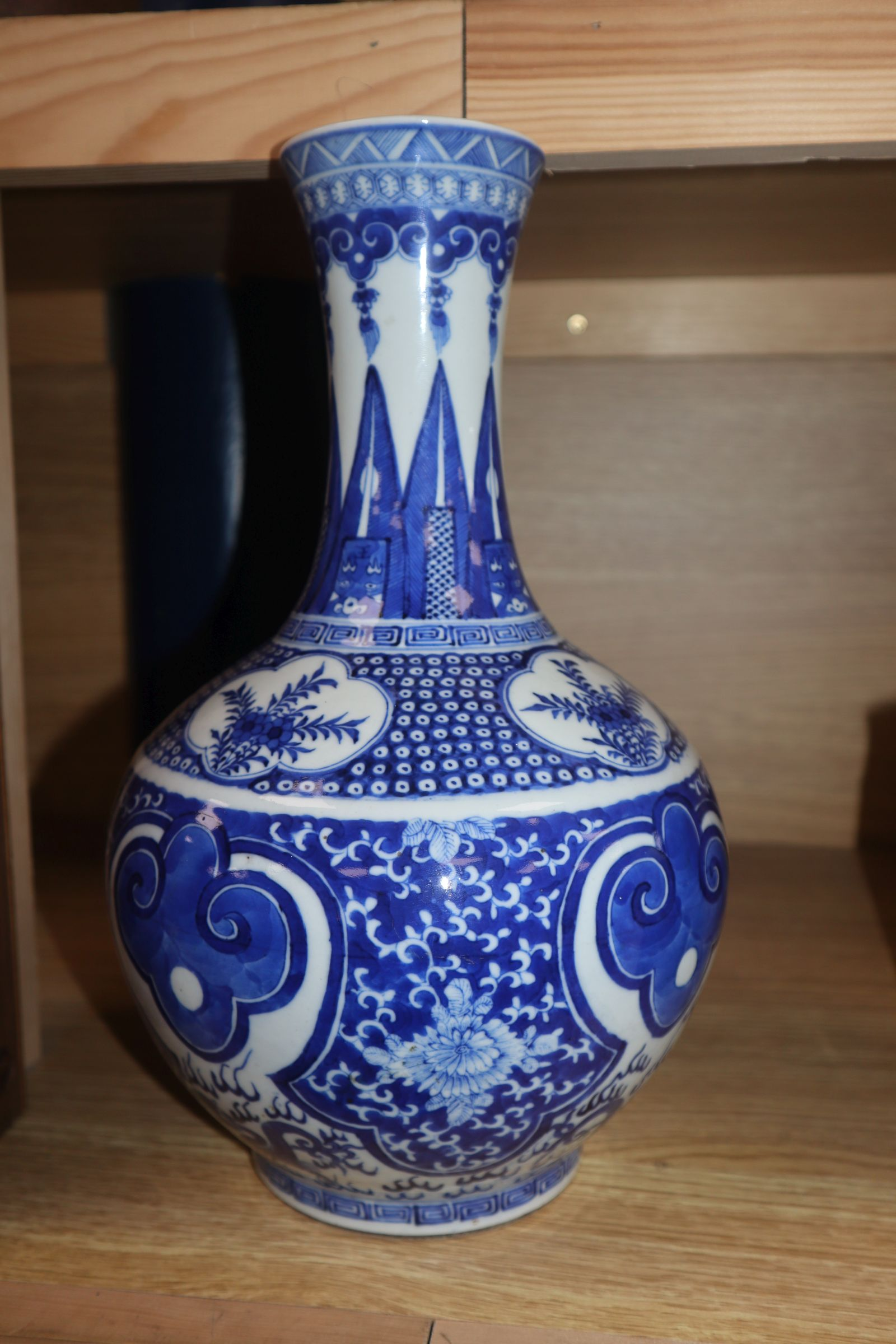 Lot 94 - A Chinese blue and white vase, 19th century height 31cm