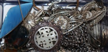 Mixed jewellery including white and yellow metal bracelets, pendants etc,