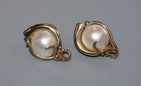 A pair of 9ct gold and mabe pearl set scrolling design earrings (no butterflies), 23mm.