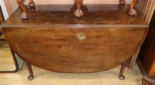 A George III mahogany drop leaf dining table, on pad feet W.122cm