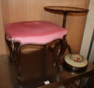 A pie-crust tripod table and two stools W.28cm