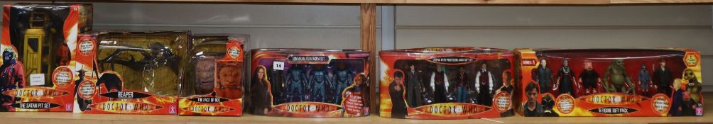 Doctor Who - Character Options - Series 1 six figure gift pack 02482, Satan Pit set 02486, Face of