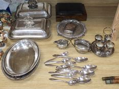 A cased set of silver teaspoons and sundry plated items