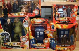 Doctor Who - Character Options - Flight control Tardis & figures 02477, Doctor & RC K-9 01951,