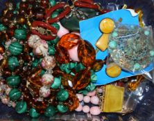 Mixed costume jewellery, including malachite necklace, amber brooch, locket etc.