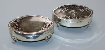 Two similar George V silver and tortoiseshell trinket boxes, E.S Barnsley & Co and Mappin & Webb,