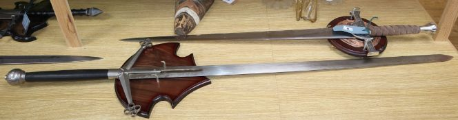 Highlander - Marto - replica Macleod Sword complete with mounting plaque and certificate - H5425,