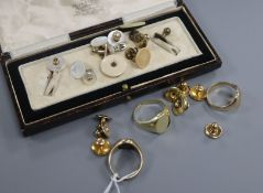 Three assorted signet rings, including 9ct and 585 and assorted dress studs including 10ct and 9ct.