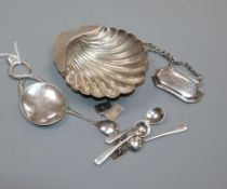 A late Victorian silver butter shell, Sheffield, 1897 and other small items including Italian 800
