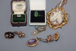 A 9ct chain, a 9ct and gem set oval brooch, two other brooches including mourning and other