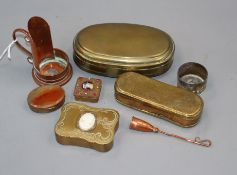 A group of small brass and copper collectables