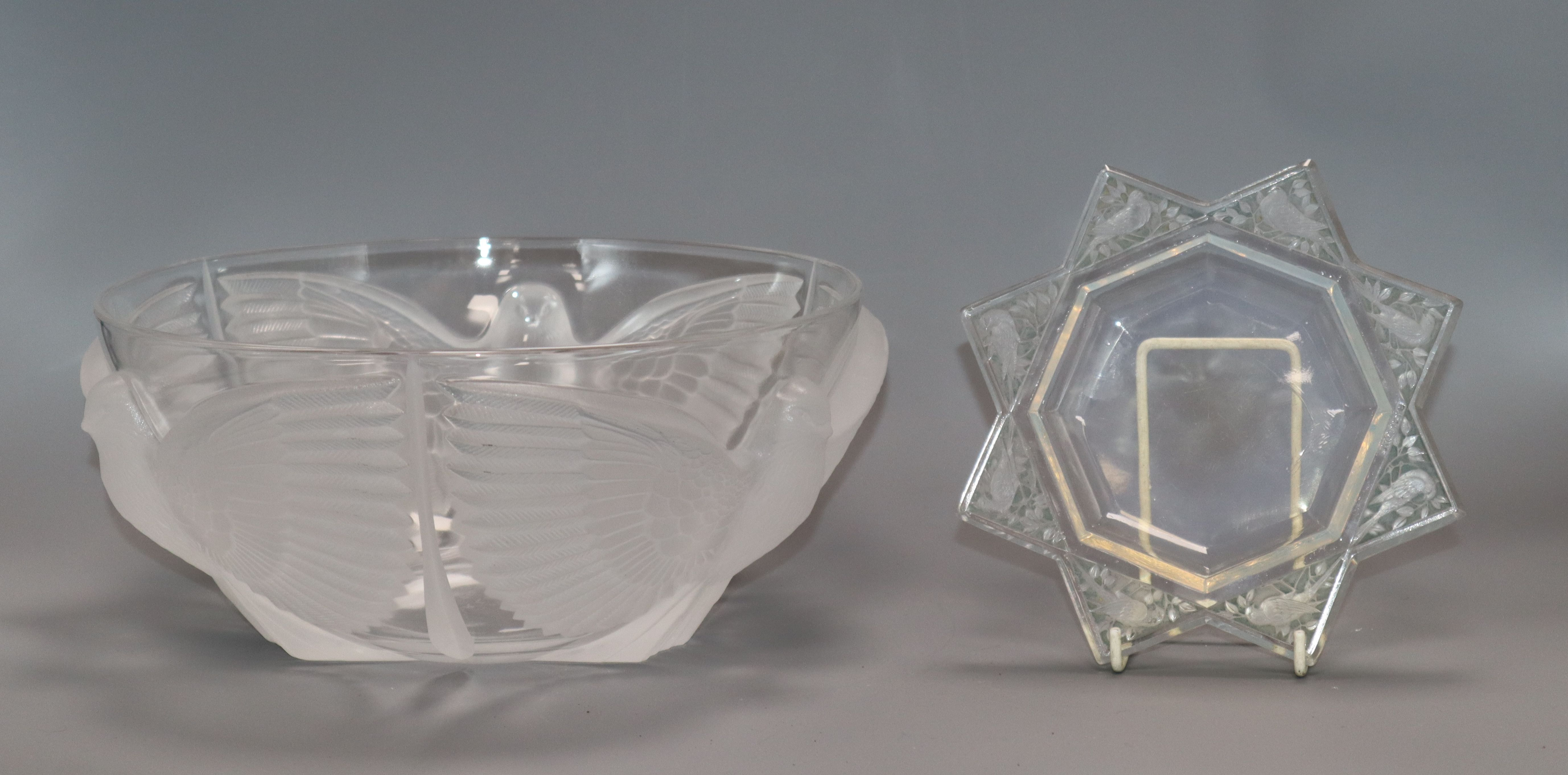 Lot 11 - An R. Lalique 'Fauvettes' cendrier etched with birds and a French pressed glass bowl moulded with