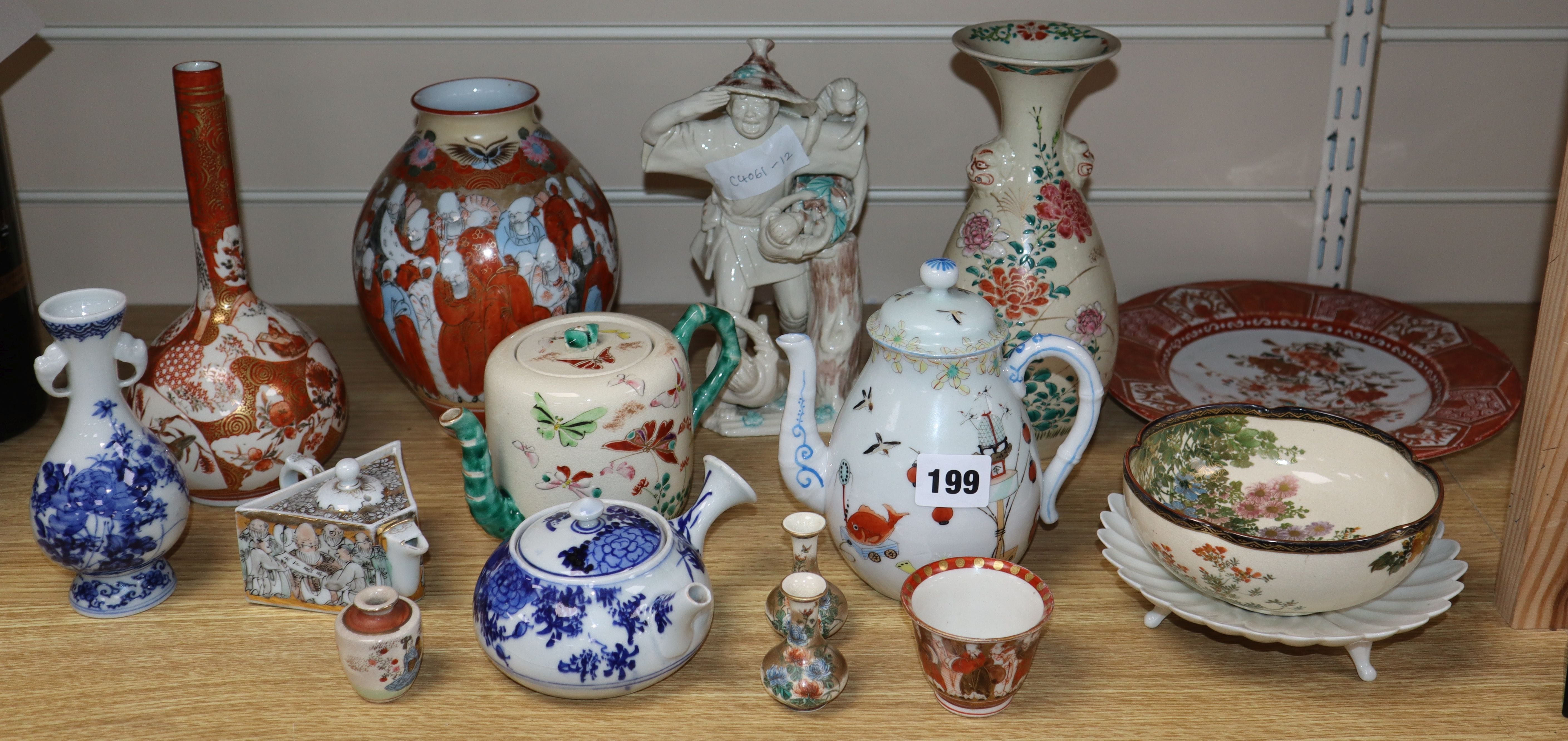 Lot 199 - A group of Japanese ceramics