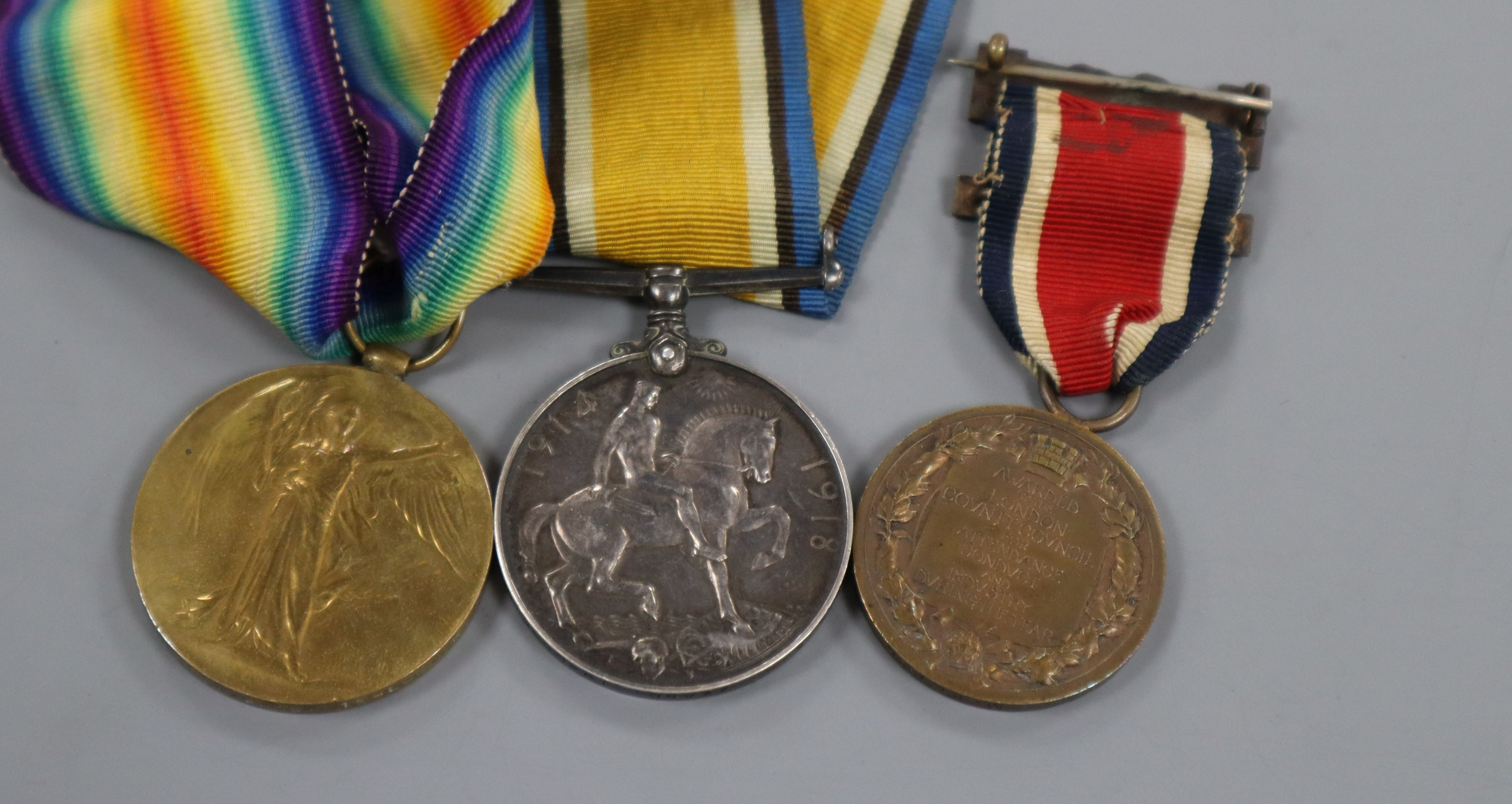 Lot 313 - WWI War and Victory medal duo to Pte E G Izzard, 19th Lond. R. and a London County Council King's