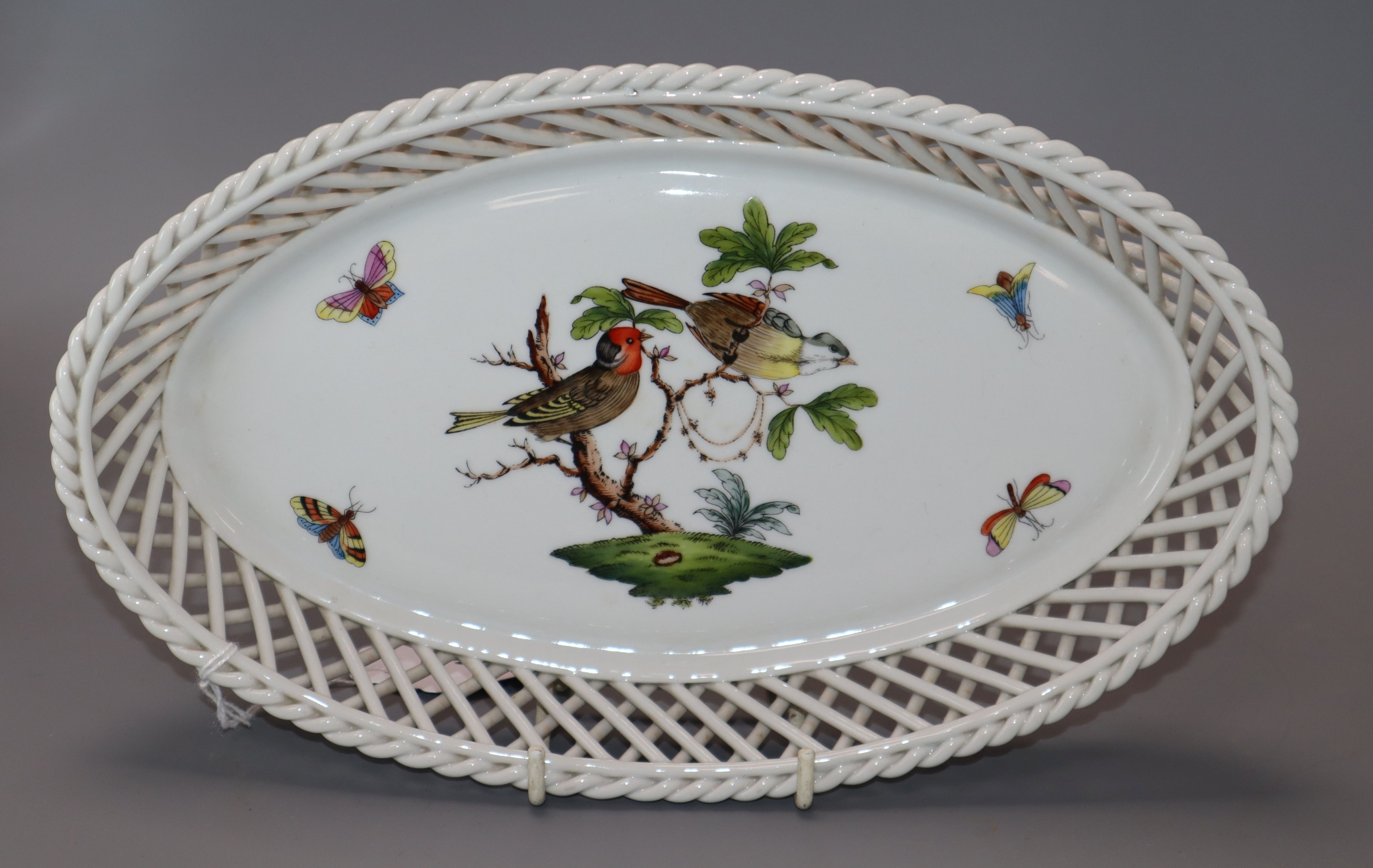 Lot 91 - A Herend dish length 26.5cm