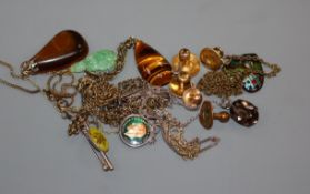A Chinese yellow metal mounted jade pendant, two 18ct dress studs and other mixed jewellery.