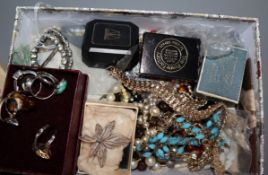 A mixed group of assorted costume jewellery.