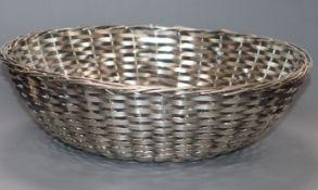 An Italian 800 standard 'basket weave' bowl, 12.3cm, 10.5 oz.