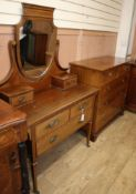 An Edwardian chest of drawers and an Edwardian satinwood banded dressing table chest W.105cm
