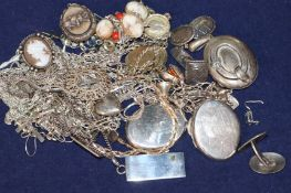 A small group of assorted jewellery including chains, bracelets etc.