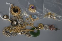 A 9ct gold and topaz pendant with pierced oval setting and various items of jewellery, including a