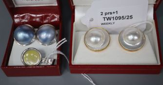 A pair of 18K white metal and coloured mabe pearl earrings, a pair of 14K and mabe pearl earrings