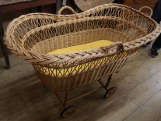 A wicker crib L.114cm