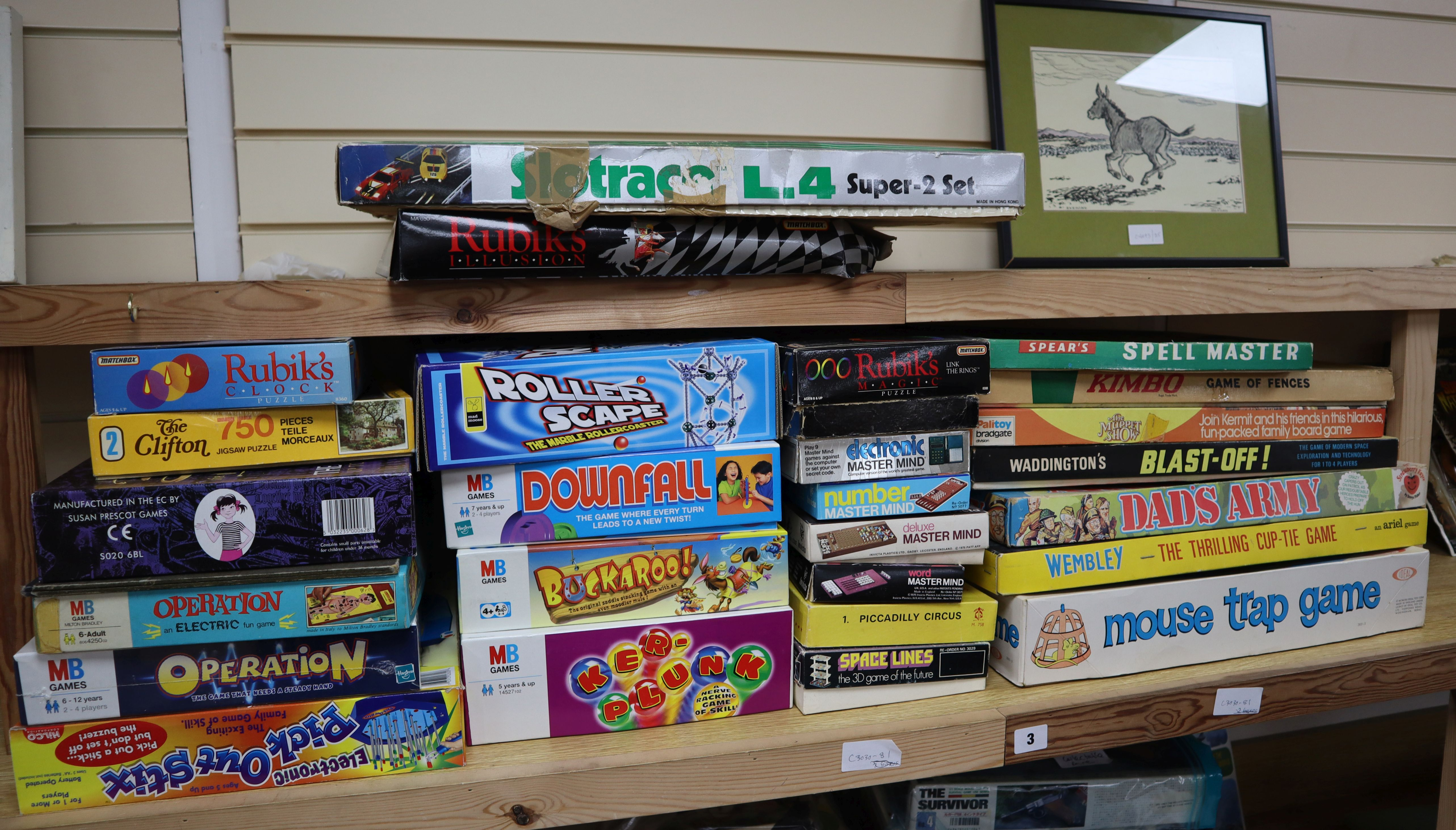 Lot 3 - A quantity of boxed vintage and modern board games 2 boxes
