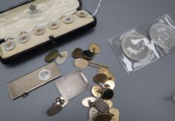 Four pairs of 9ct gold cufflinks (one bloodstone-set), a 9ct tiepin, a set of mother of pearl and