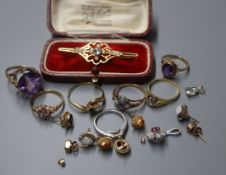 Mixed jewellery inc. 9ct gem set bar brooch, 18ct diamond ring, Edwardian yellow metal gem set ring
