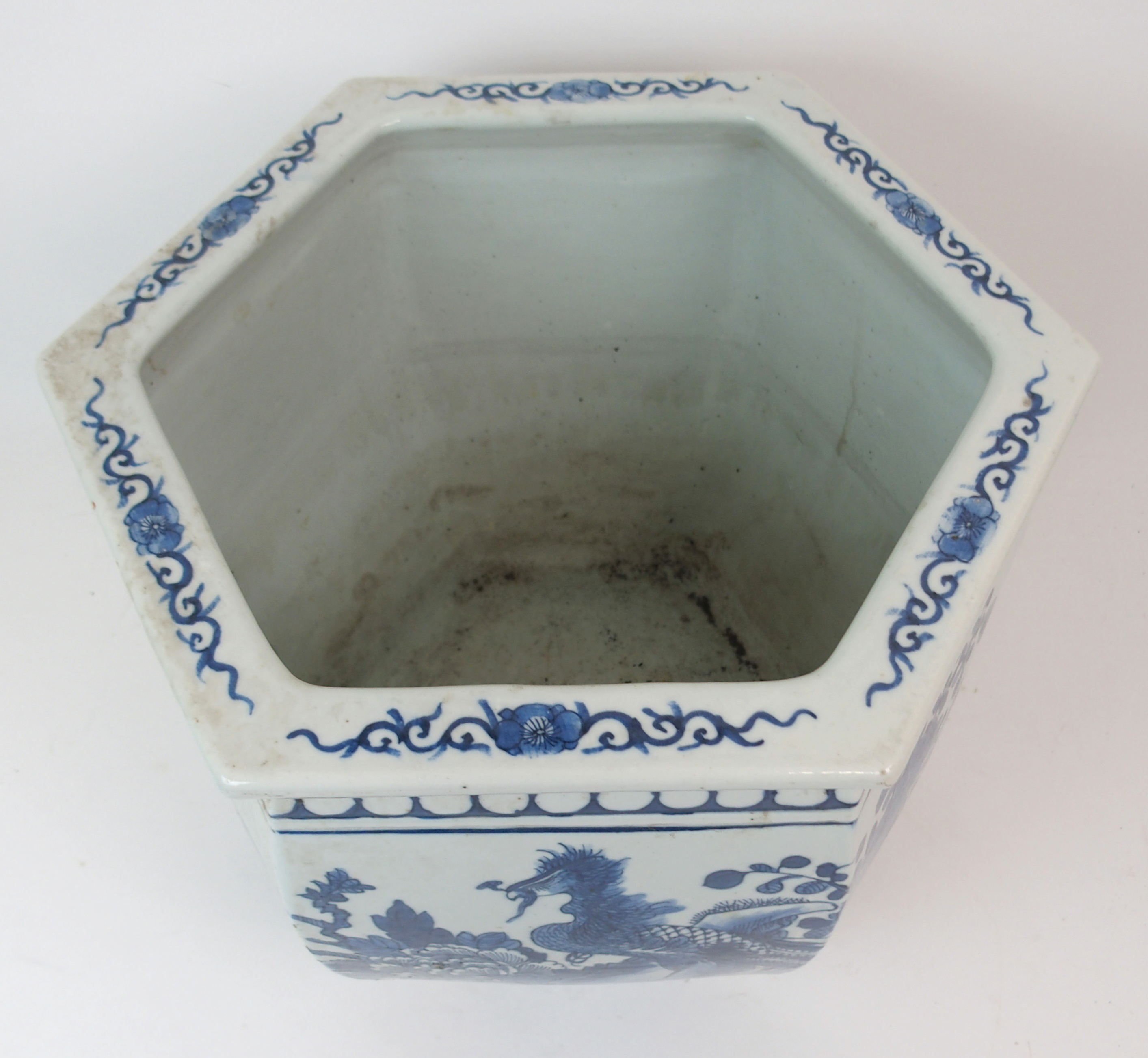 Lot 49 - A CHINESE FAMILLE NOIRE / VERTE FISH BOWL 36cm high and a Chinese blue and white hexagonal