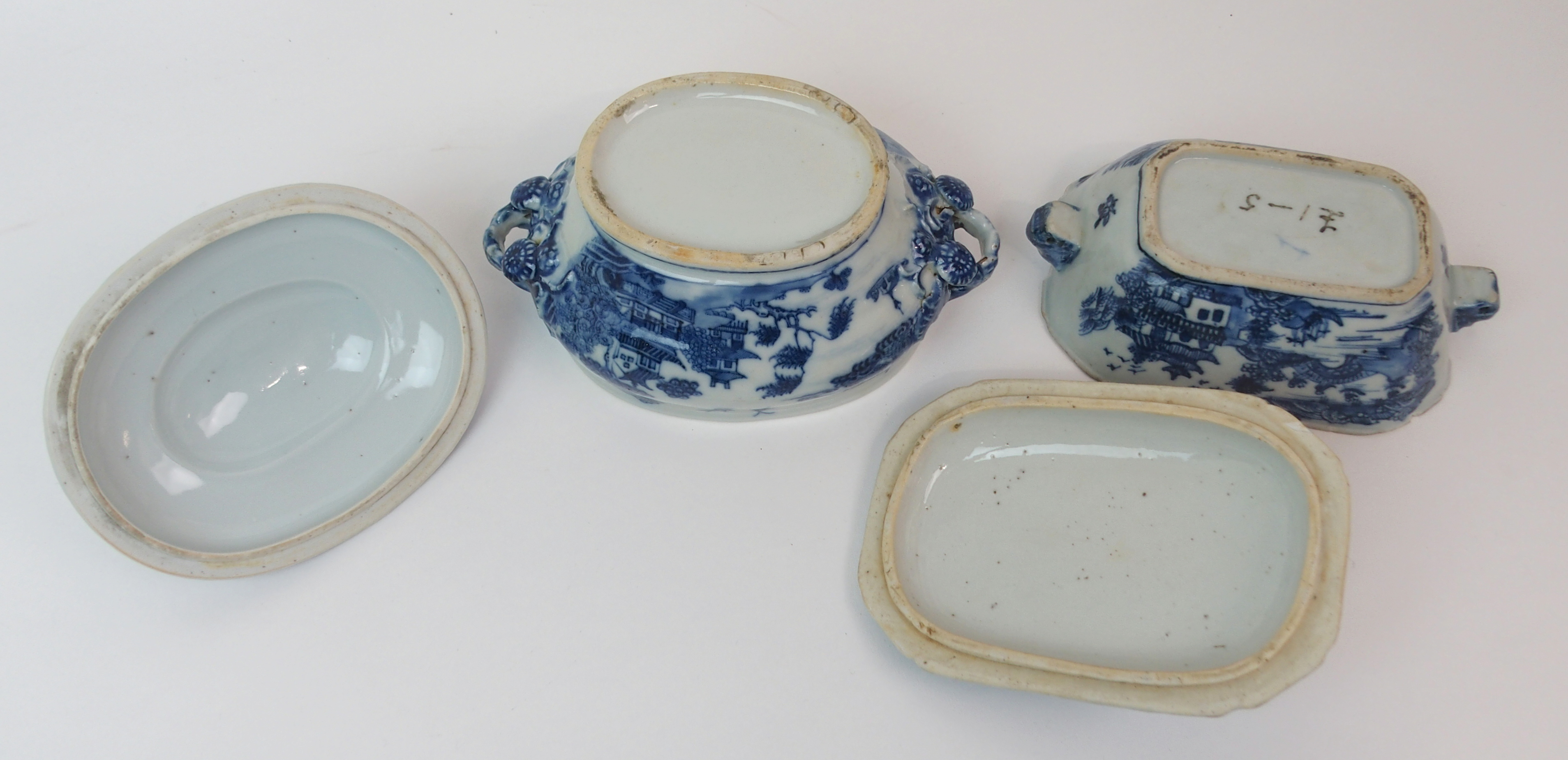 Lot 8 - A CHINESE EXPORT BLUE AND WHITE OCTAGONAL SOUP TUREEN AND COVER painted with pagodas on islands,