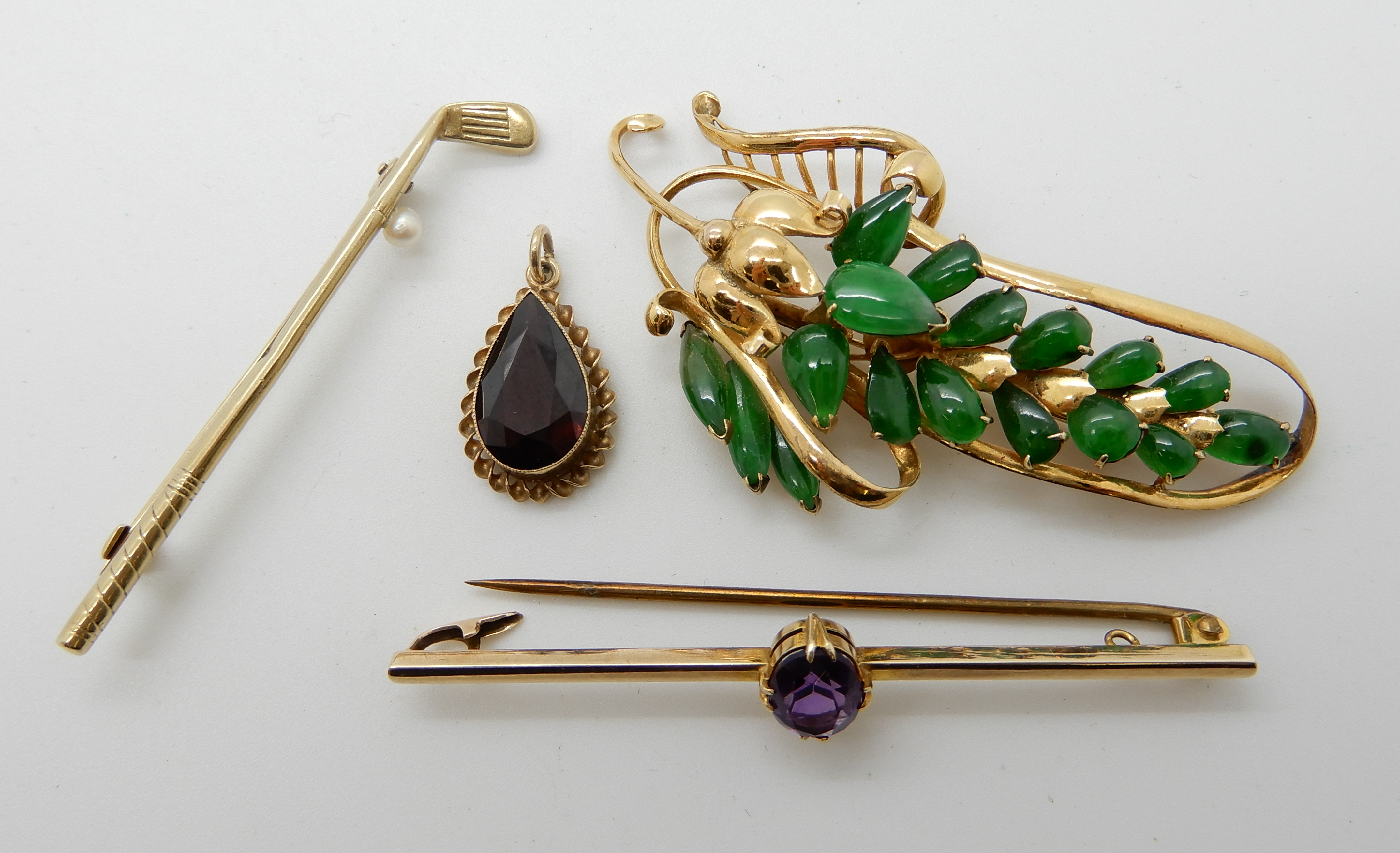 Lot 38 - A 14ct gold green hardstone set brooch length 5.6cm, weight 5.5gms, a 15ct gold and pearl gold