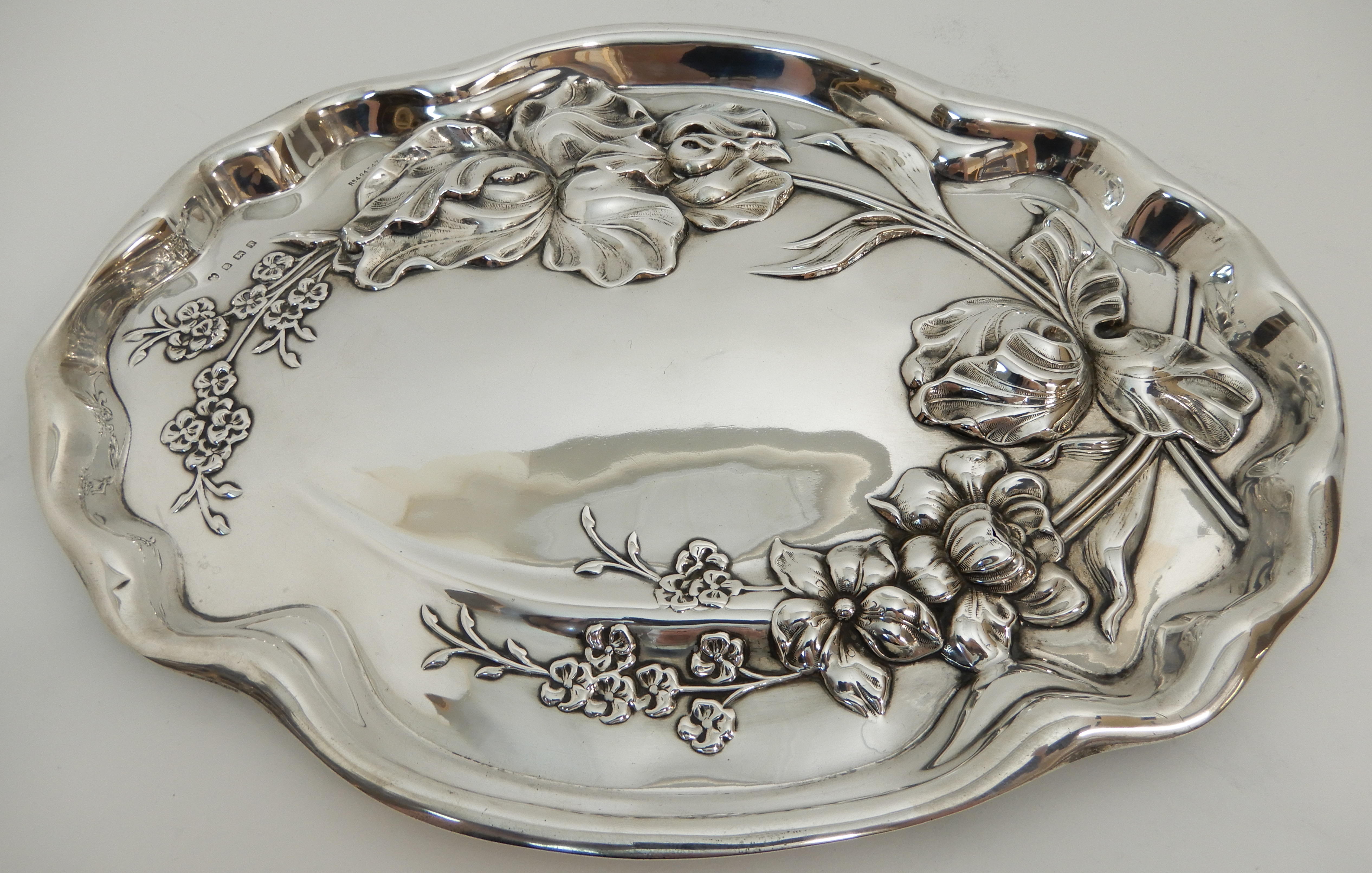 Lot 150 - AN EDWARDIAN SILVER TRAY by Williams (Birmingham) Limited, Birmingham 1908, of oval form with raised