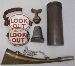 A Sundry Lot consisting of a brass SR look out horn. A SE&CR plug key. A SE&CR detonator tin. 2 x