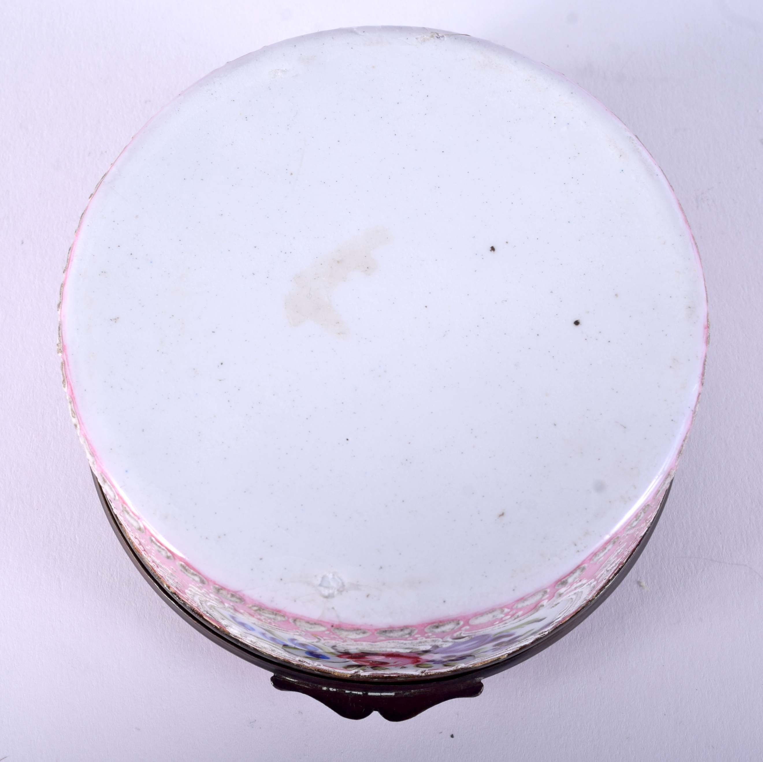 Lot 838 - A GOOD LARGE 18TH CENTURY BATTERSEA BILSTON ENAMEL CIRCULAR BOX painted with a view of three figure