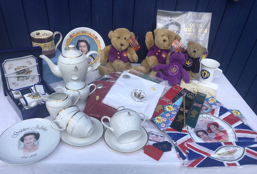 Lot 60 - Royal items commemorating Golden Jubilee of Queen Elizabeth II 6th February 2002, including Wedgwood