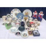 Lot 61 - Queen Elizabeth II silver jubilee 1977 commemorative ceramics, slippers, placemats including