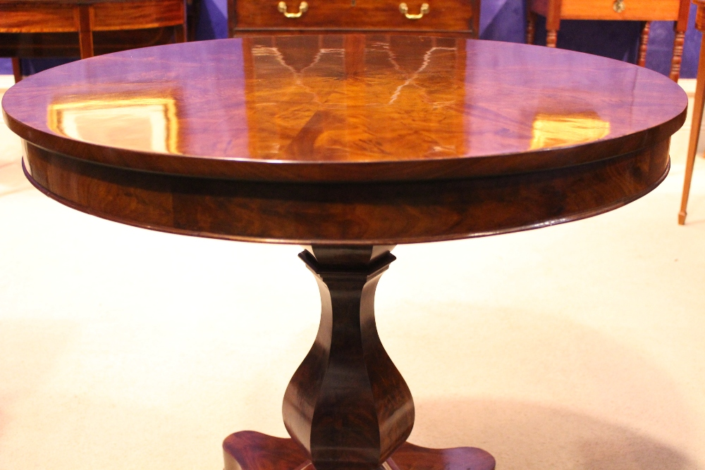 Lot 15 - A VERY FINE CENTRE TABLE / BREAKFAST TABLE, with circular deep frieze top, raised on a hexagonal