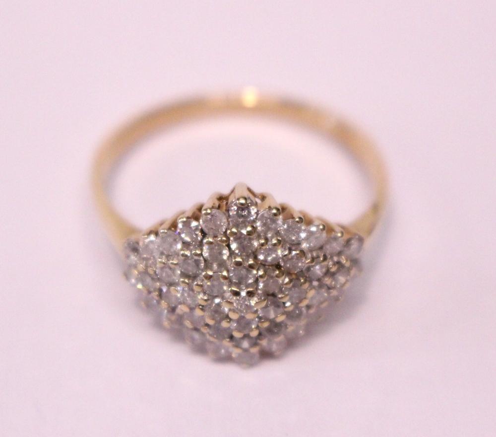 Lot 9 - A 9CT YELLOW GOLD DIAMOND CLUSTER RING, diamond 1.10cts