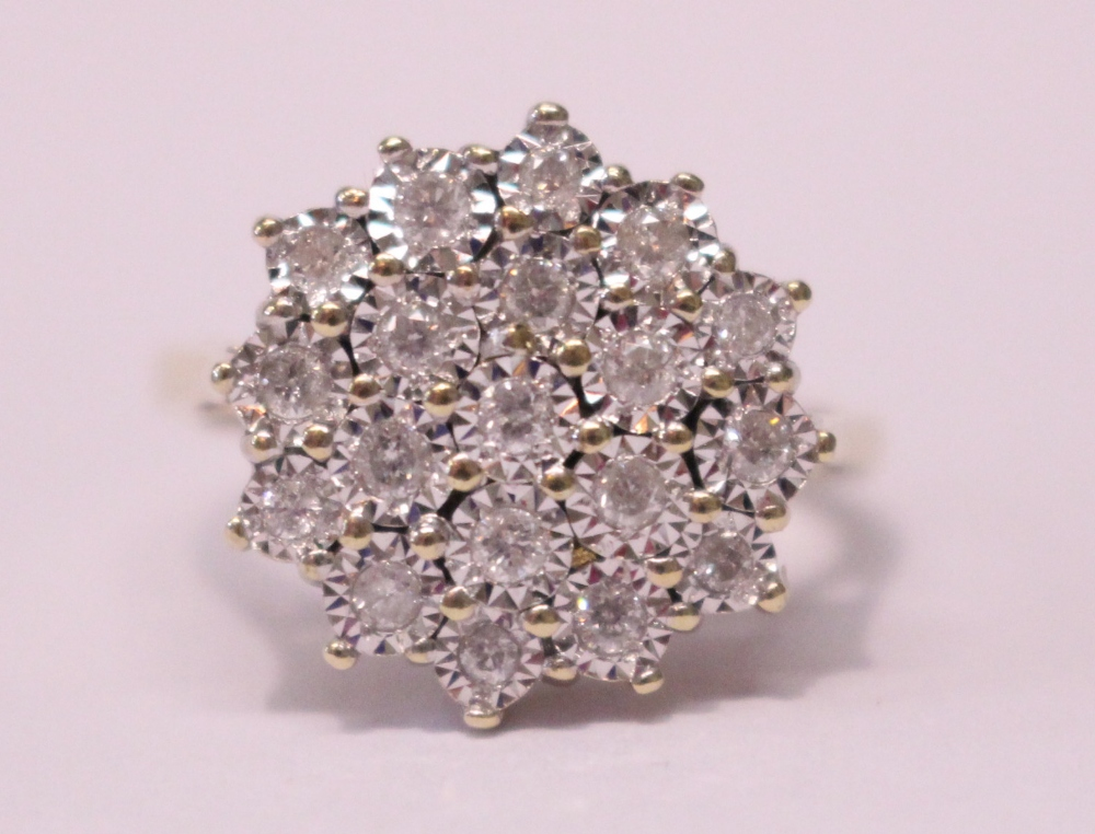 Lot 7 - A 9CT YELLOW GOLD DIAMOND CLUSTER RING, diamonds 1.95cts