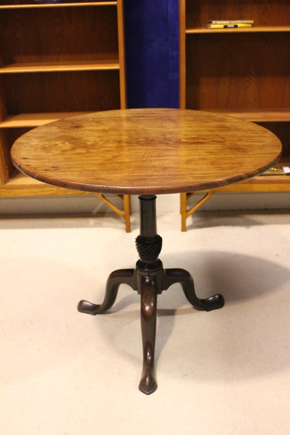Lot 25 - AN EARLY 19TH CENTURY TIP UP CENTRE TABLE, with circular top, on a birdcage support, over turned