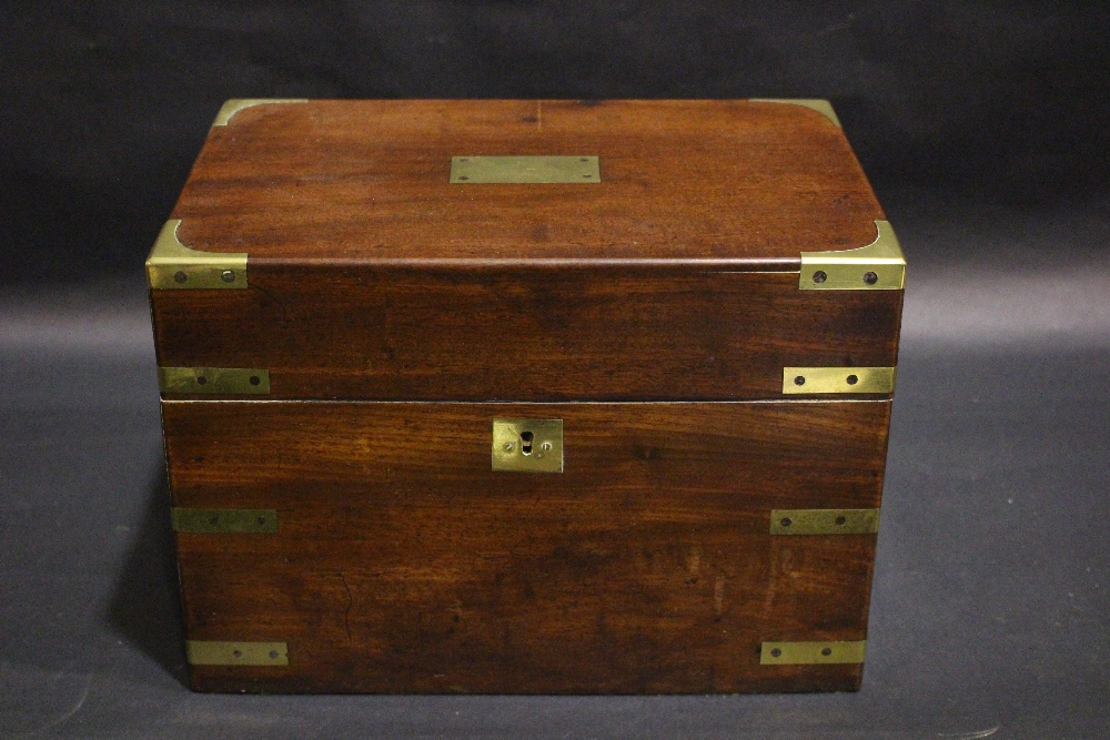 Lot 52 - A GOOD QUALITY BRASS BOUND TABLE TOP DECANTER BOX / CELLARET, with brass handles to the side, hinged