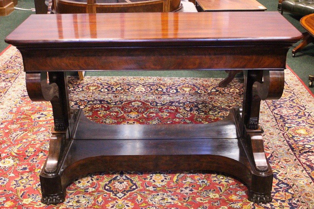 Lot 35 - A VERY FINE MAHOGANY WILLIAM IV MIRROR BACKED CONSOLE TABLE, with frieze drawer, raised on pair