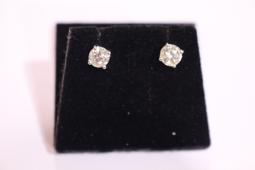 Lot 42 - A PAIR OF 18CT WHITE GOLD DIAMOND STUD EARRINGS, 1.10 cts