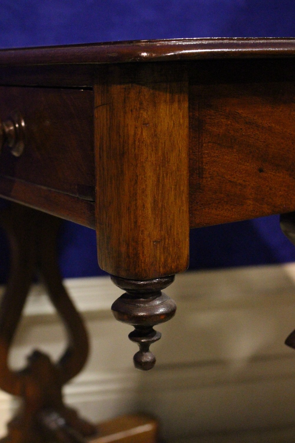 Lot 27 - A VERY FINE 19TH CENTURY SIDE / HALL TABLE, with single drawer to the frieze, with down turned