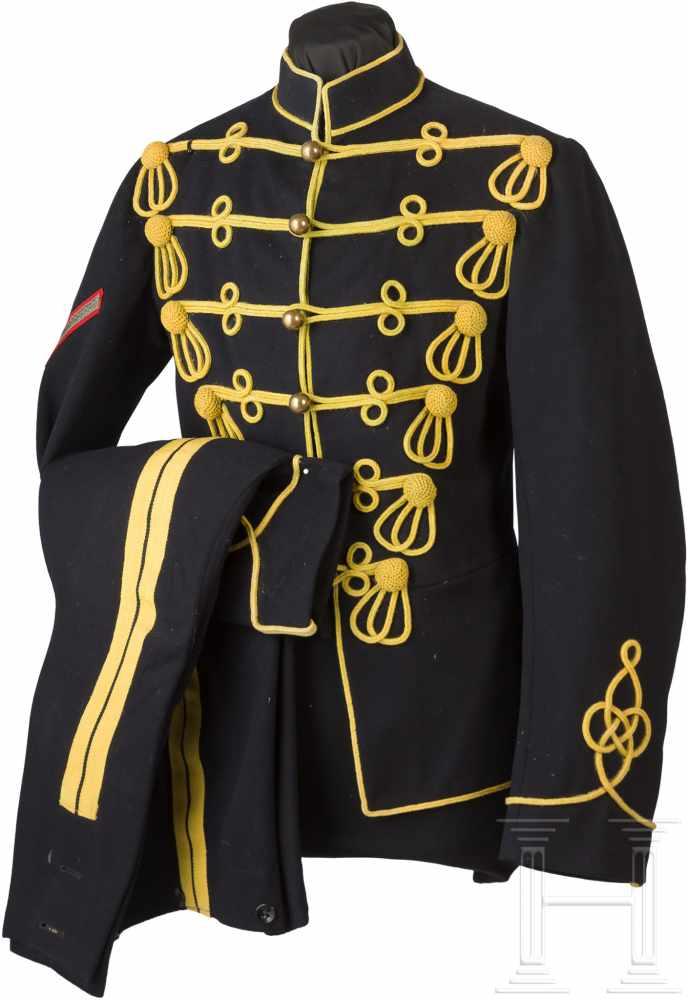 Lot 3295 - Uniform für Lance Corporals der irischen HusarenAttila aus feinem nachtblauen Tuch, die
